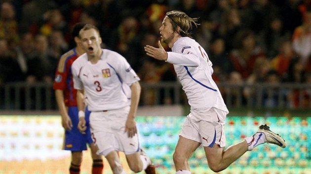 Jaroslav Plašil se raduje poté, co vstřelil mistrům světa ze Španělska úvodní gól kvalifikačního utkání o postup na Euro 2012.