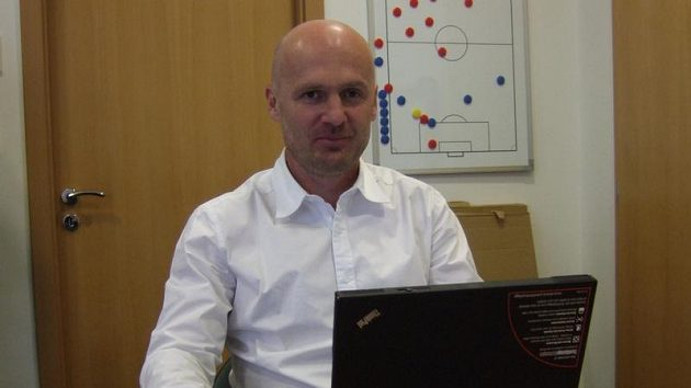 Trenér fotbalové reprezentace Michal Bílek při on-line rozhovoru se čtenáři Sport.cz.