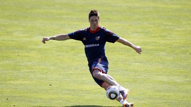 Fernando Torres na nedělním tréninku španělské reprezentace dokazoval, že se po operaci kolena uzdravil.