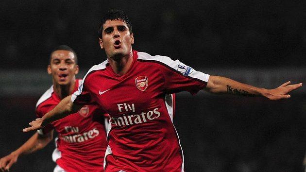Fran Merida z Arsenalu se raduje z branky do sítě Liverpoolu.