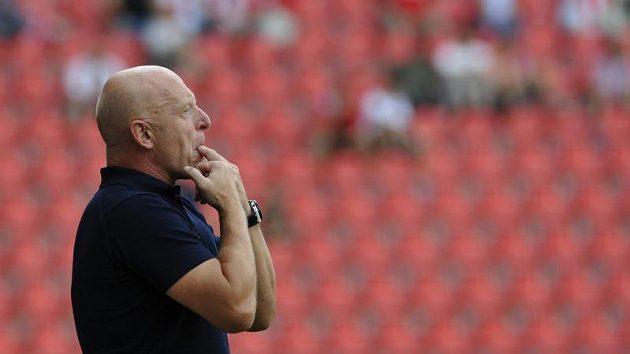 Trenér fotbalistů Slavie Karel Jarolím si nepřipouští, že by byl v ohrožení.