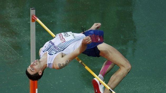 Jaroslav Bába v deštivém barcelonském finále.
