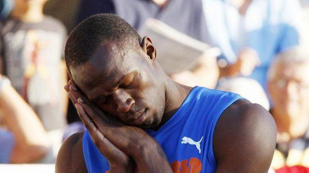 Kdepak, tentokrát žádné vtípky. Jamajský sprinter Usain Bolt přiletěl do Tegu pořádně znaven.