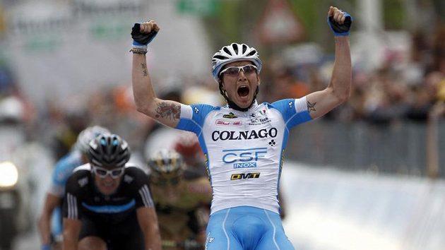 Italský cyklista Manuel Belletti se raduje z vítězství ve 13. etapě Giro d'Italia.