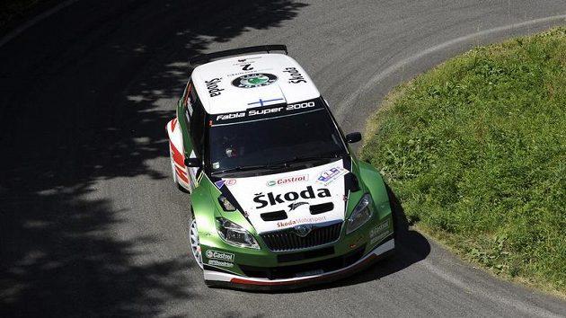 Juho Hänninen s vozem Škoda Fabia S2000 na jedné z rychlostních zkoušek Rallye Bohemia.