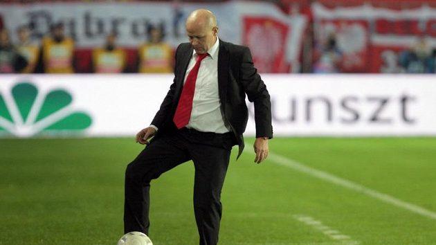 Trenér Ivan Hašek během zápasu s Polskem