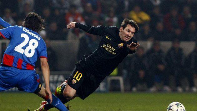Zákrok Mariána Čišovského na Lionela Messiho z Barcelony, po němž plzeňský obránce viděl červenou kartu.