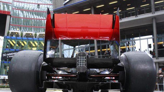 Pohled na záď monopostu McLaren MP4-26.