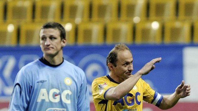 Kapitán Teplic Pavel Verbíř (vpravo) a brankář Tomáš Grigar po vítězství nad Slavií ve čtvrtfinále Ondrášovka Cupu.