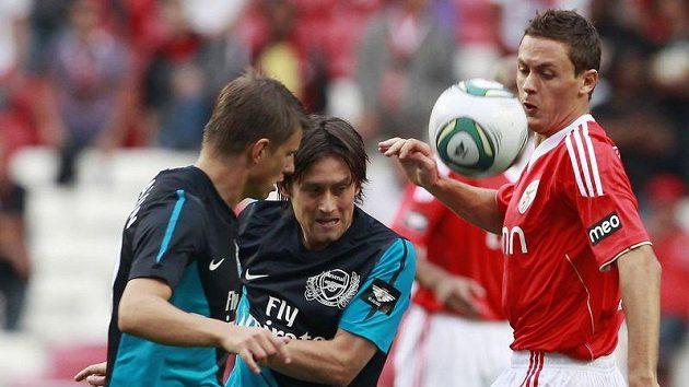 Fotbalisté Arsenalu Andrej Aršavin (vlevo) a Tomáš Rosický.