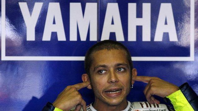 Valentino Rossi má svého nástupce. Nevlastního bratra Luca Mariniho.