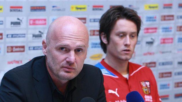Trenér národního týmu Michal Bílek a Tomáš Rosický