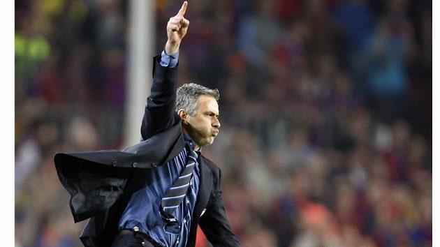 Radost trenéra Interu Milán Josého Mourinha po postupu do finále LM přes Barcelonu.