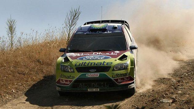 Fin Mikko Hirvonen se svým Fordem Focus na Akropolis rallye.