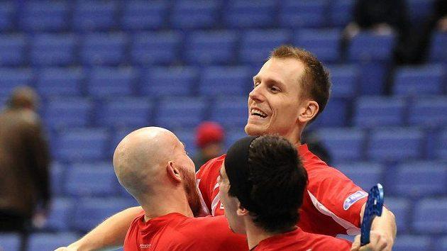 Budou se takto čeští florbalisté radovat i dnes po zápase o bronz se Švýcarskem?