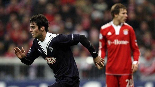 Yoann Gourcuff z Bordeaux (vlevo) se raduje z branky do sítě Bayernu Mnichov.