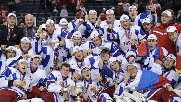 Hokejisté Ruska se radují z vítězství na MS do 20 let