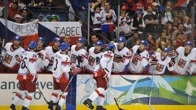 Radost na české střídačce v zápase s Lotyšskem