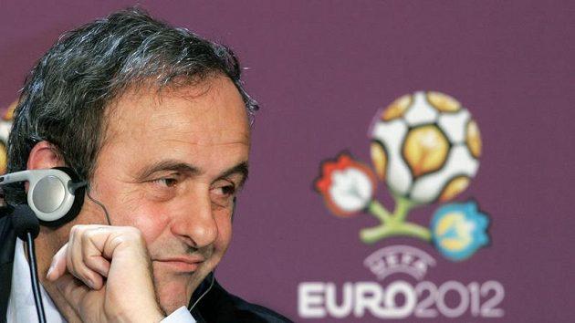 Předseda UEFA Michel Platini na tiskové konferenci ohledně nového loga pro ME v roce 2012.