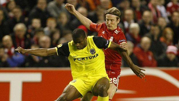 Takhle měli s Kweukem plné ruce práce i obránci Liverpoolu, v pondělí rozhodl zápas s Baníkem Ostrava