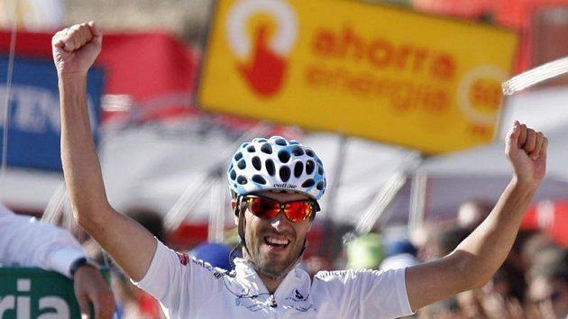 Gustavo César Veloso ze Španělska se raduje z vítězství v 9. etapě Vuelty.