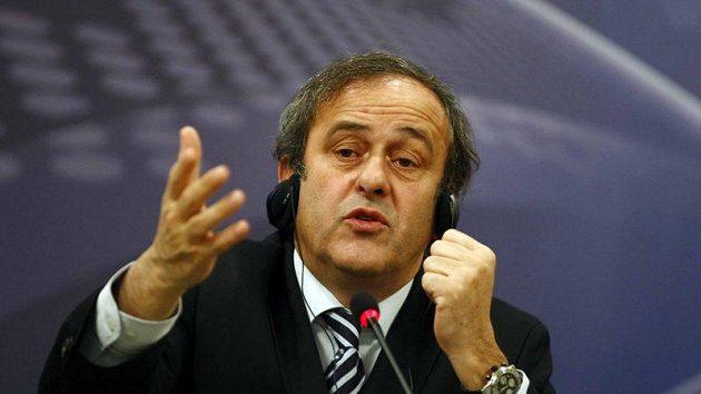 Šéf UEFA Michel Platini si vzal na paškál kouče Mourinha.