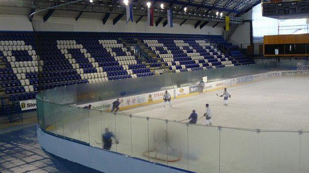 Popradská hokejová hala má v současné době kapacitu 4800 míst.