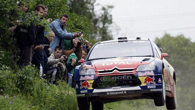 Francouzský pilot Sebastien Loeb ve svém citroënu během Polské rallye