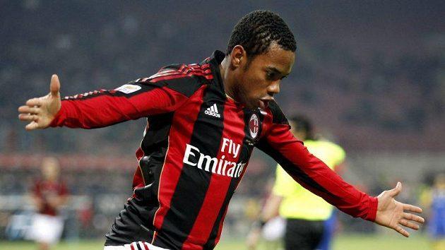 Robinho z AC Milán se raduje z branky do sítě Parmy.