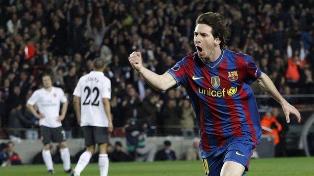 Barcelonský Lionel Messi oslavuje jednu ze svých čtyř tref v odvetě loňského čtvrtfinále Ligy mistrů proti Arsenalu.