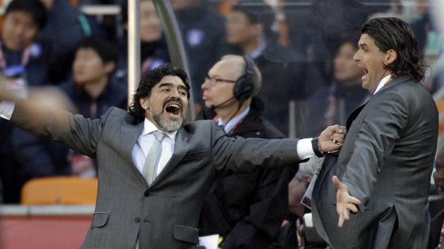 Diego Maradona oslavuje vítězství Argentiny nad Koreou