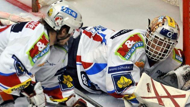 Pardubický brankář Dominik Hašek zasahuje v utkání proti Liberci.