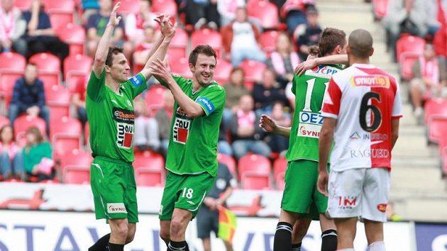 Fotbalisté Jablonce oslavují. Aby ne, když v lize už neprohráli třináct zápasů po sobě.