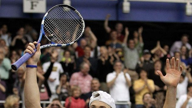 Americký tenista Andy Roddick se raduje