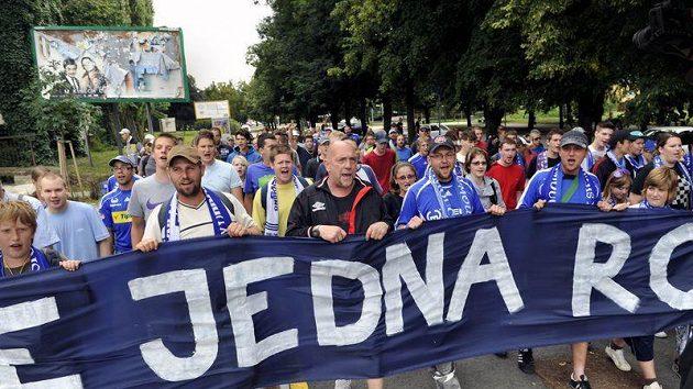 Fanoušci v Olomouci přišli podpořit Sigmu pochodem.