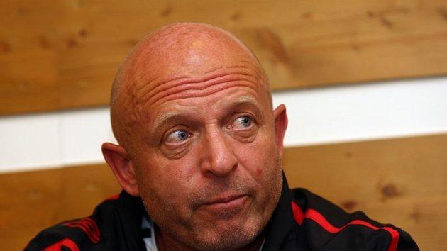 Trenér fotbalistů Slavie Praha Karel Jarolím se na vlastní oči přesvědčil, co jeho svěřence v Janově čeká.