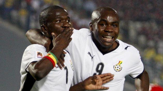 Reprezentanti Ghany do 20 let Abeiku Quansah (vlevo) a Opoku Agyemang