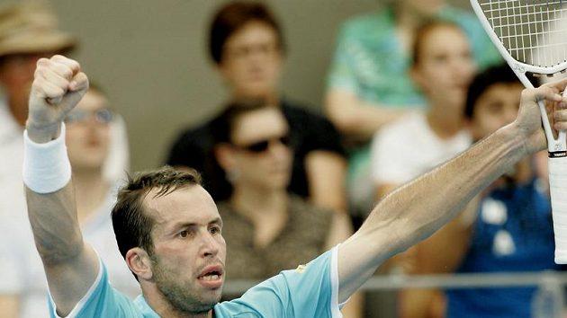 Radek Štěpánek se raduje z postupu do finále turnaje v Brisbane