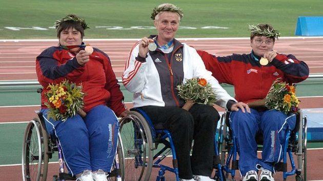 Zlatá Jana Fesslová (v pravo) a bronzová Eva Kacanu