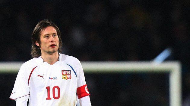 Kapitán českého národního týmu Tomáš Rosický v utkání proti Skotsku.
