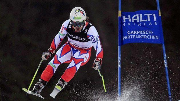 Lyžař Ondřej Bank během sjezdu při superkombinaci na mistrovství světa v Garmisch-Partenkirchen.
