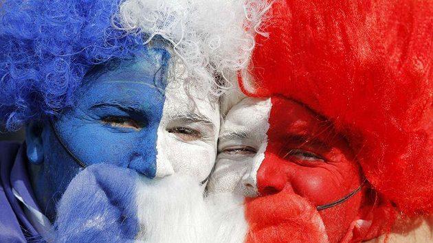 Když dají dva Francouzi své umělé plnovousy dohromady...