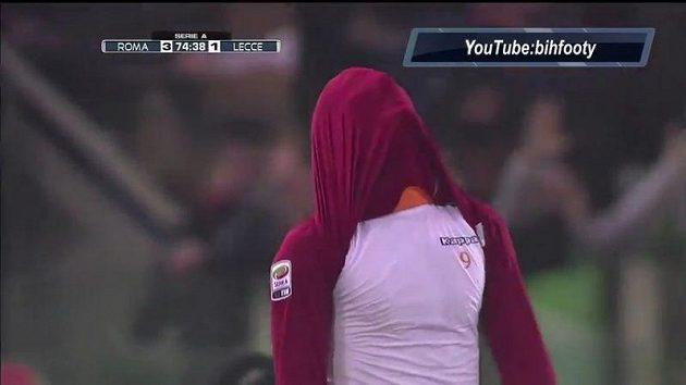 Pablo Osvaldo se nestačil divit, když sudí jeho nádherný gól neuznali.