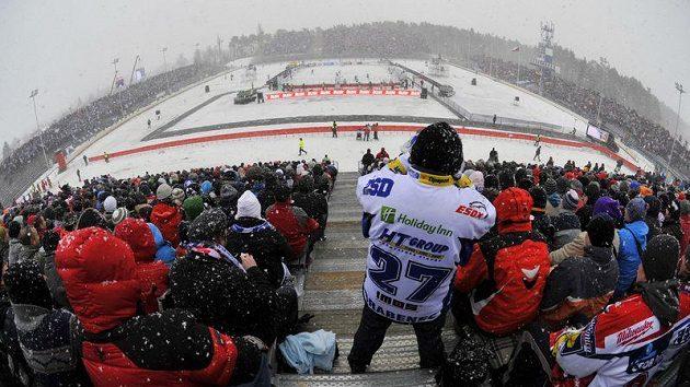 Utkání Pardubice - Brno na plochodrážním stadionu pod širým nebem