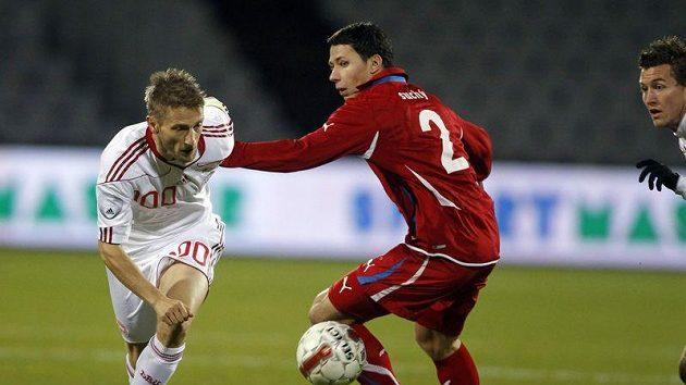 Marka Suchého (vpravo) obchází Martin Jörgensen