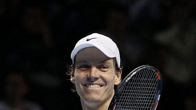 Tomáš Berdych se raduje po výhře nad Andym Roddickem na Turnaji mistrů.