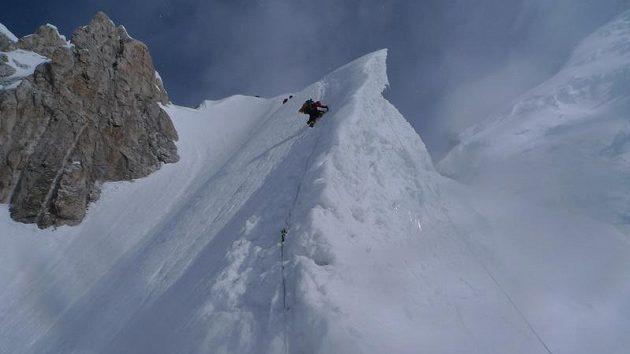Jedno z exponovaných míst na klasické trase k vrcholu Gasherbrumu II.