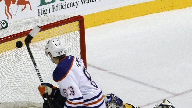Proti blafáku Aleše Hemského neměl Pekka Rinne šanci.