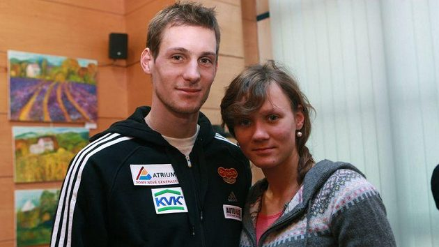 Martin Jakš s přítelkyní Helenou Kreuzigerovou, sestrou cyklisty Romana Kreuzigera.