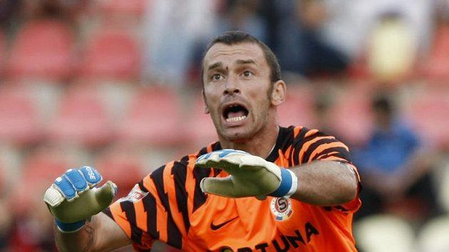 Brankář Sparty Jaromír Blažek musí na fotbal na nějaký čas zapomenout.